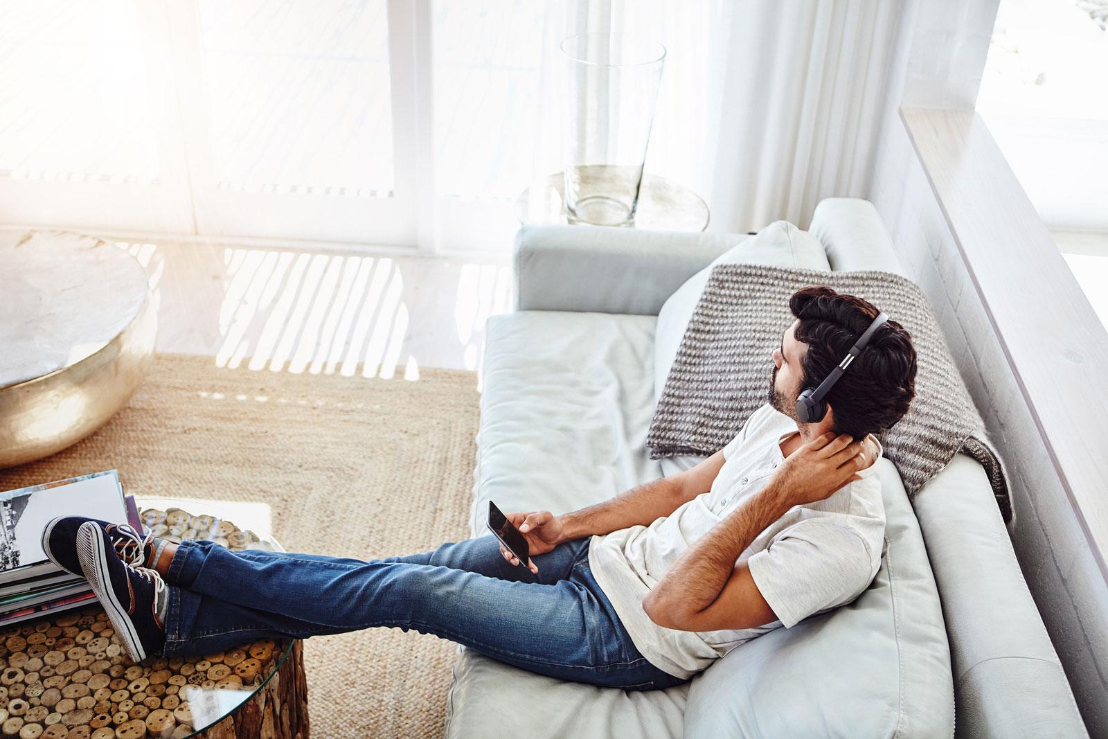 Finanzwissen auf die Ohren: Podcasts und Hörbücher vermitteln dir Wissen ohne große Fachsimpelei.