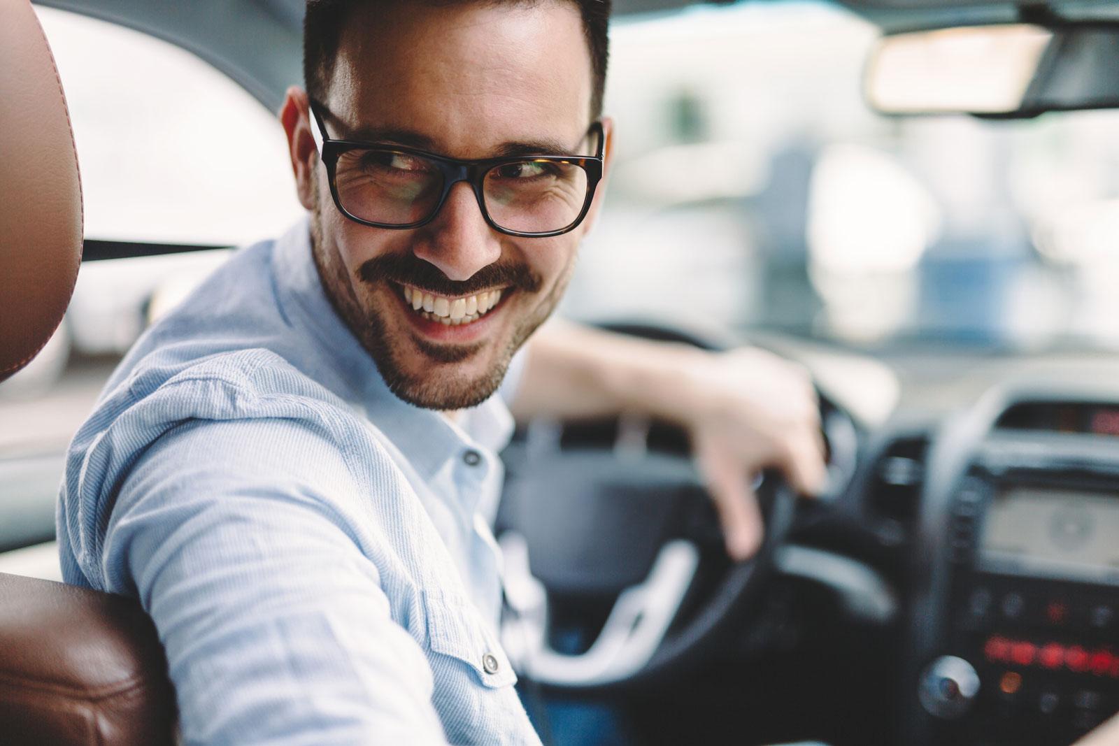 Wie fühlt sich der Wagen an? Bei einer Probefahrt kannst du testen, ob Bedienbarkeit und Haptik zu dir passen.
