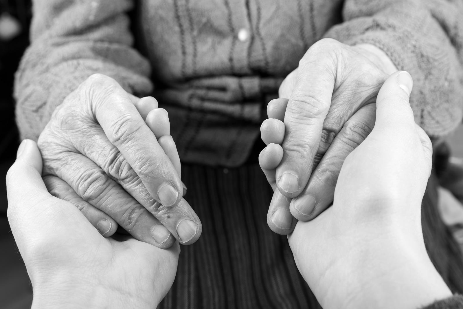 Die meisten pflegebefürftigen Menchen werden durch Angehörige versorgt.