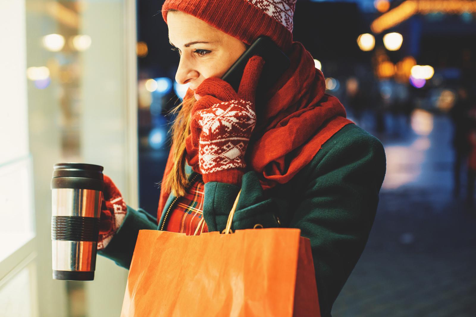 Weniger Müll und länger warm: Der Thermobecher hat viele Vorteile, manche Coffee-Shops geben beim Mitbringen eines Mehrwegbechern sogar Rabatt auf den Kaffee.