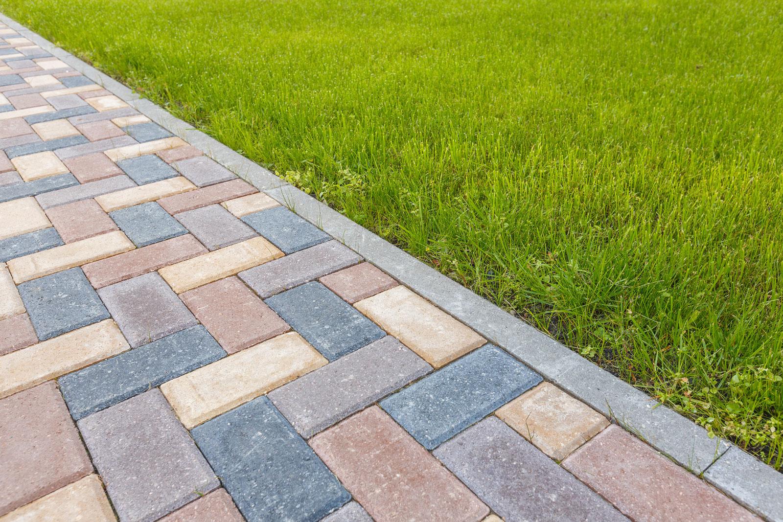 Betonpflastersteine: Durch Mischung unterschiedlicher Farben entsteht ein lebendiger Eindruck.