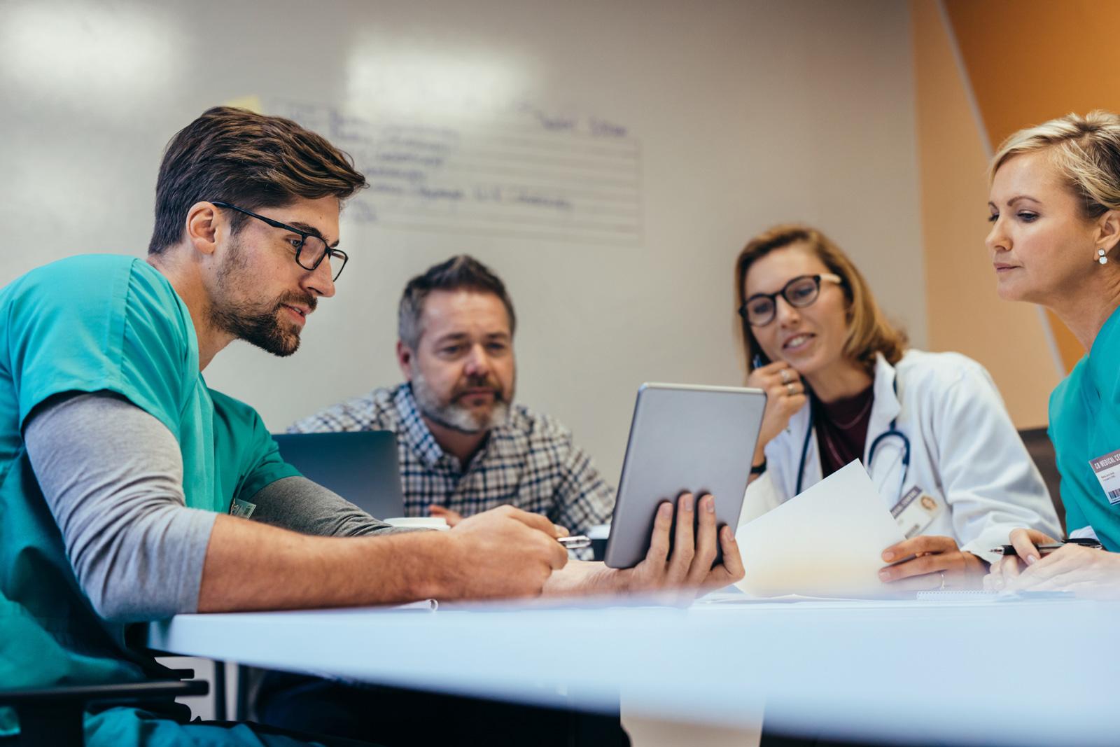 Pflegemanagement wird in Universitätslehrgängen gelehrt.