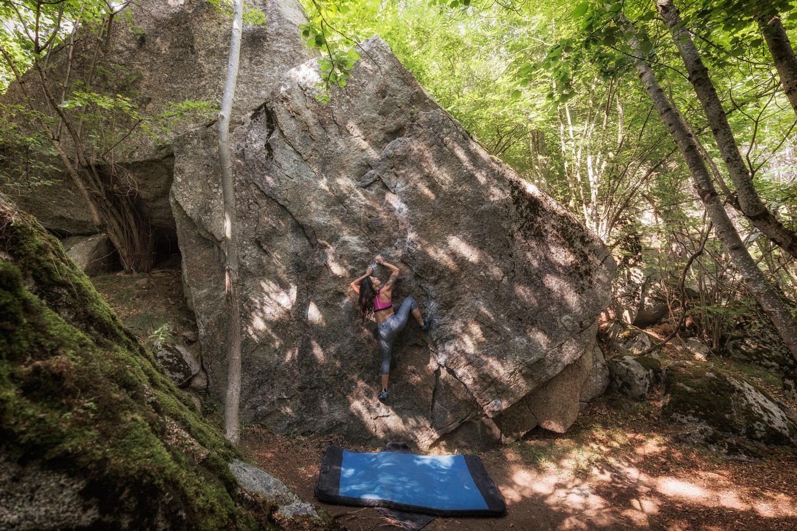 """Bouldern in freier Natur mit """"Chrashpad"""""""