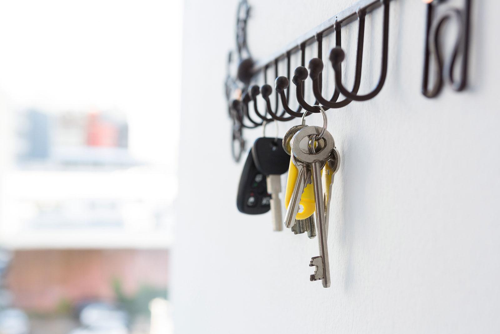 Alles griffbereit: Zu Hause haben Schlüssel und Co. einen festen Platz.