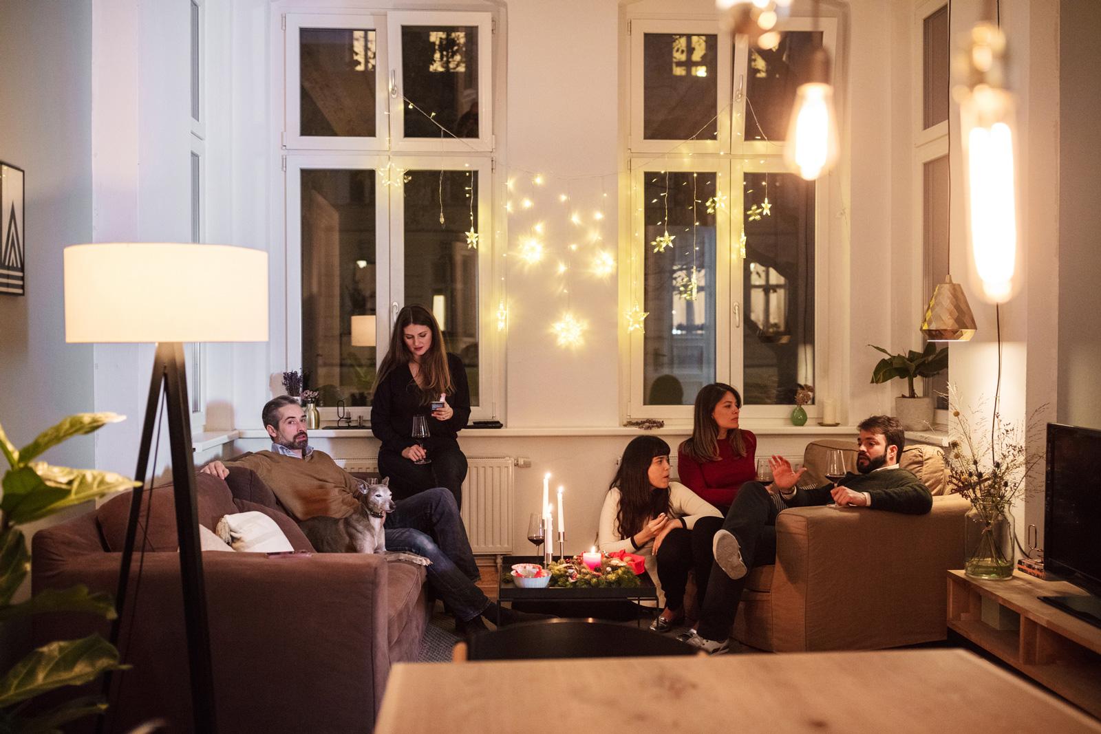 So fühlen sich auch deine Gäste wohl: Mit dem richtigen Lichtkonzept schaffst du die passende Atmosphäre für entspannte Abende.