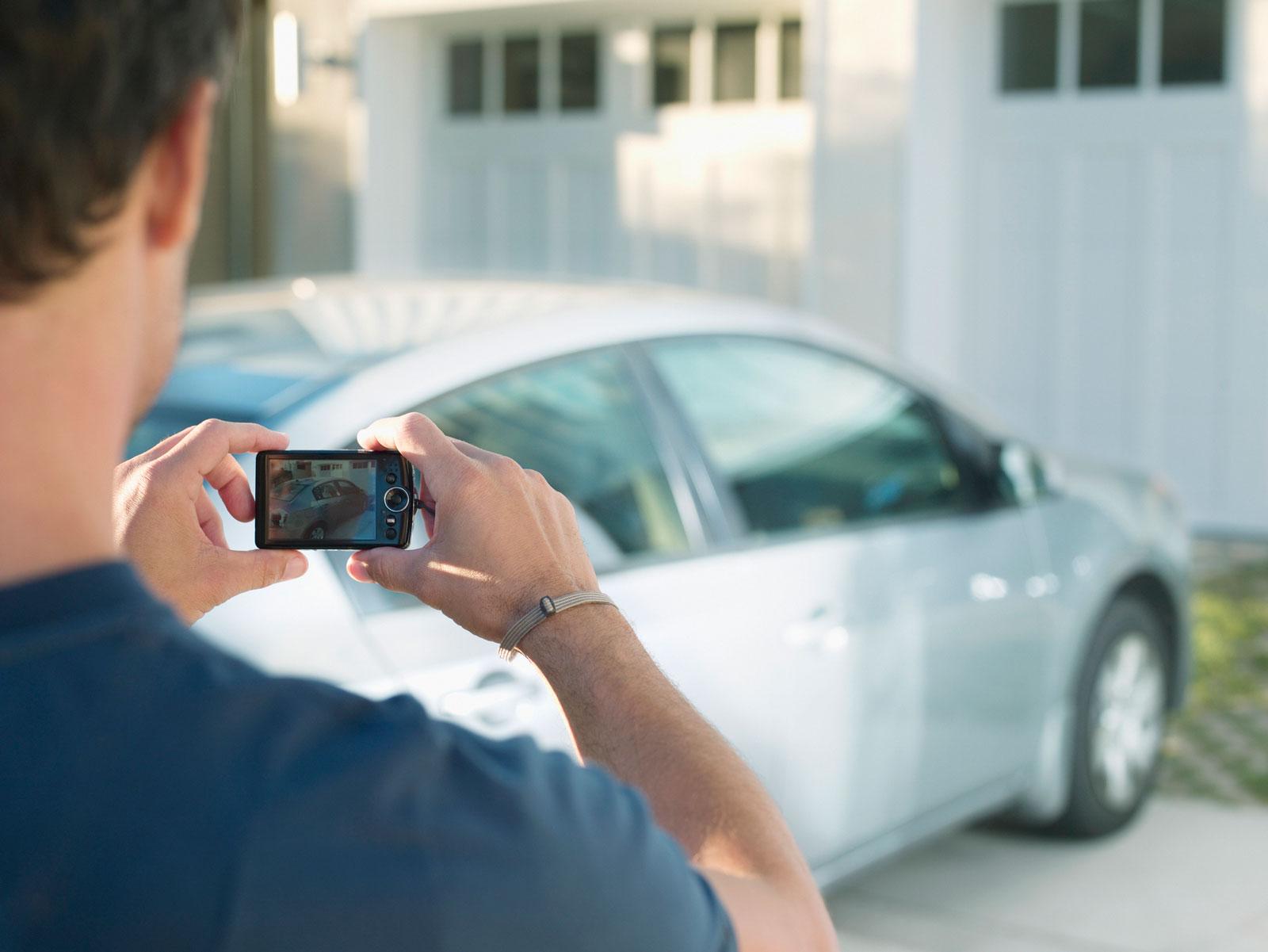 Für eine Kaskoversicherung muss der Zustand eines Gebrauchtwagens dokumentiert werden.