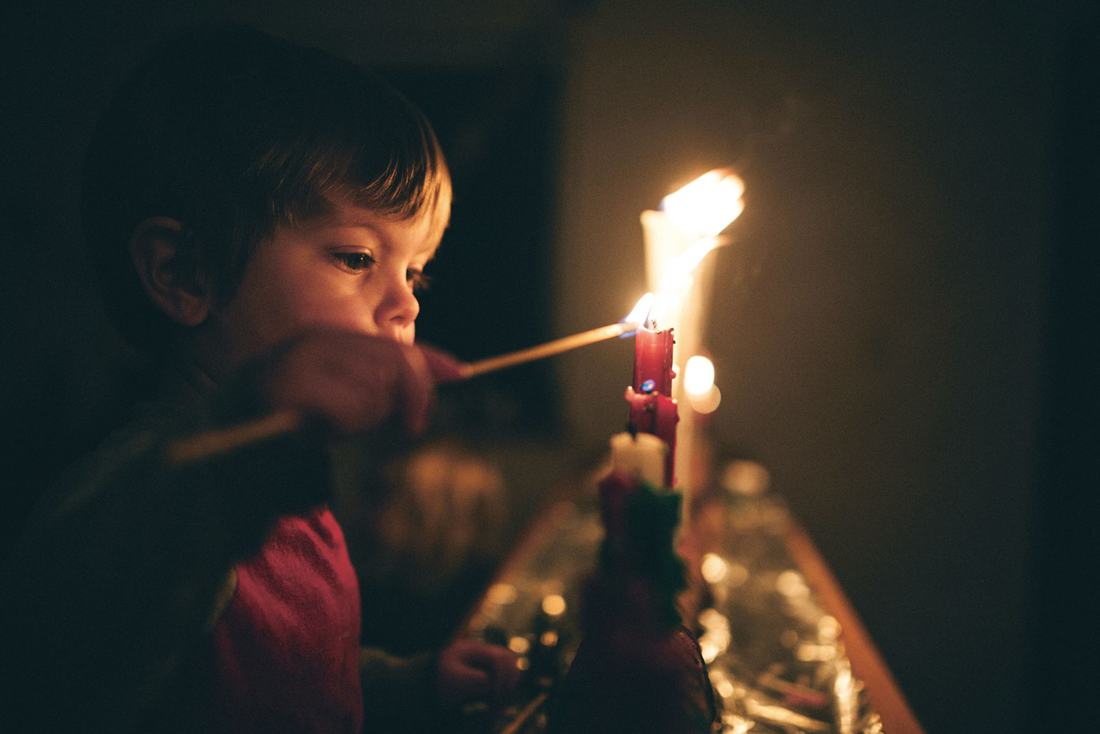 """Kerzen als Brandursache: """"Viel zu oft wird die Temperatur von Kerzenflammen unterschätzt"""", warnt der Österreichische Bundesfeuerwehrverband."""
