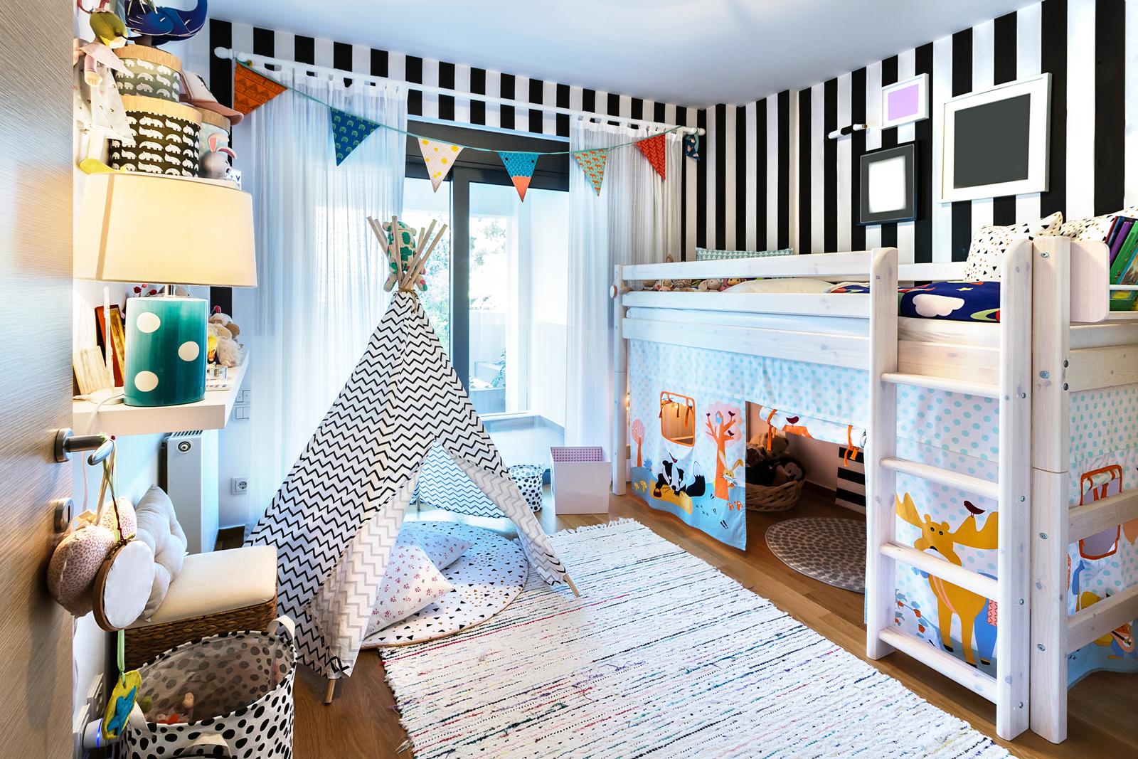 Rückzugsorte für klein und groß: Tipi und eine Höhle unterm Bett sind ideale Spiel- und Ruheräume.