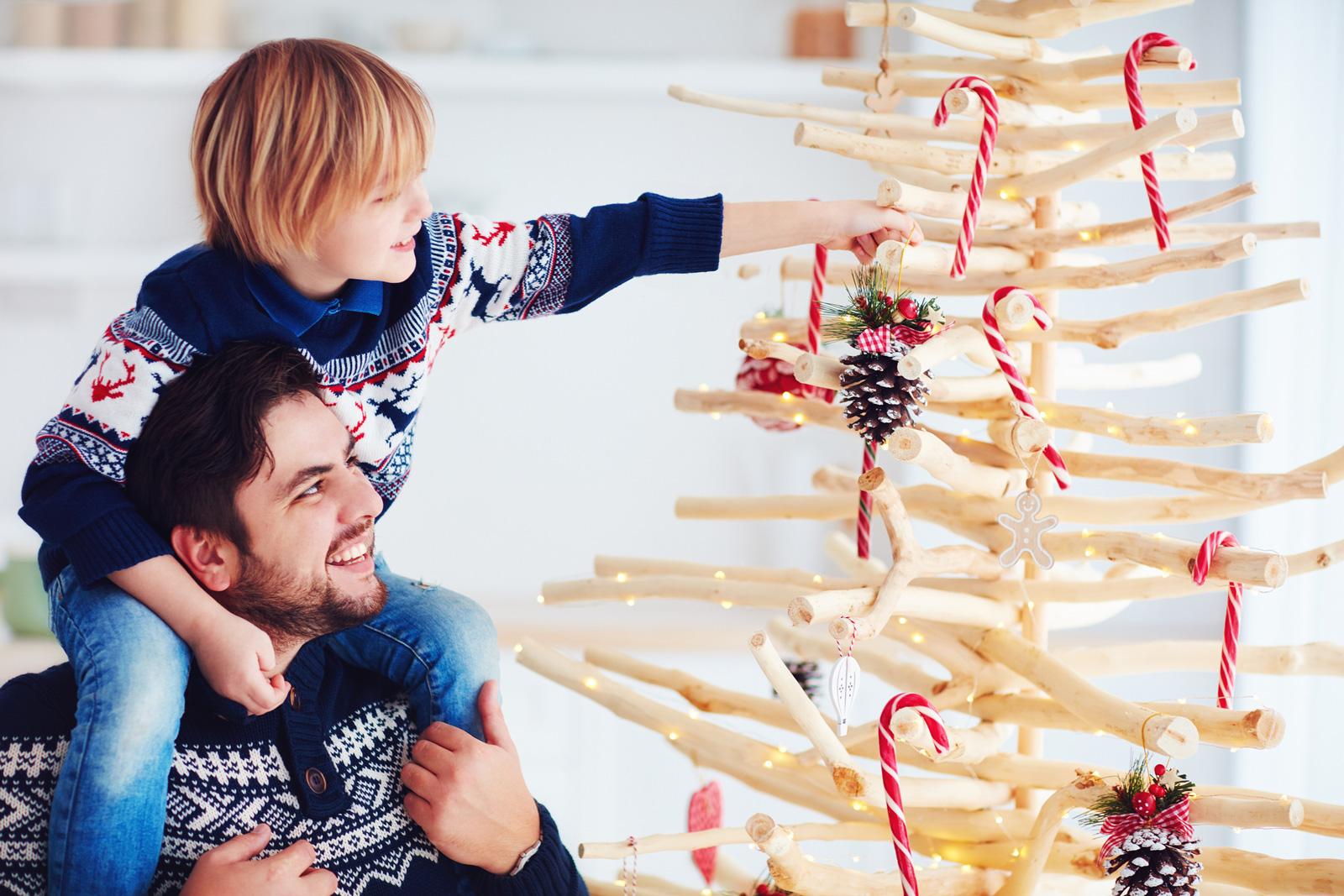 DIY-Weihnachtsbaum: Schmücken macht auch ohne Nadeln Spaß.
