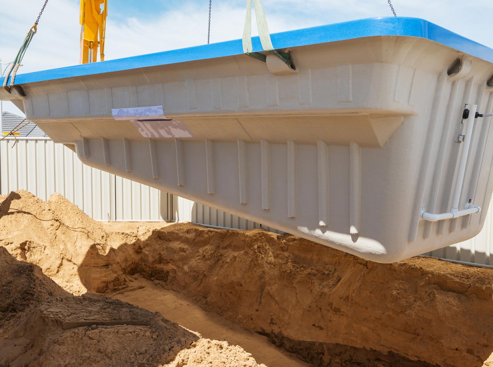"""Pool """"von der Stange"""": Installation eines Fertigbeckens aus Glasfasern"""