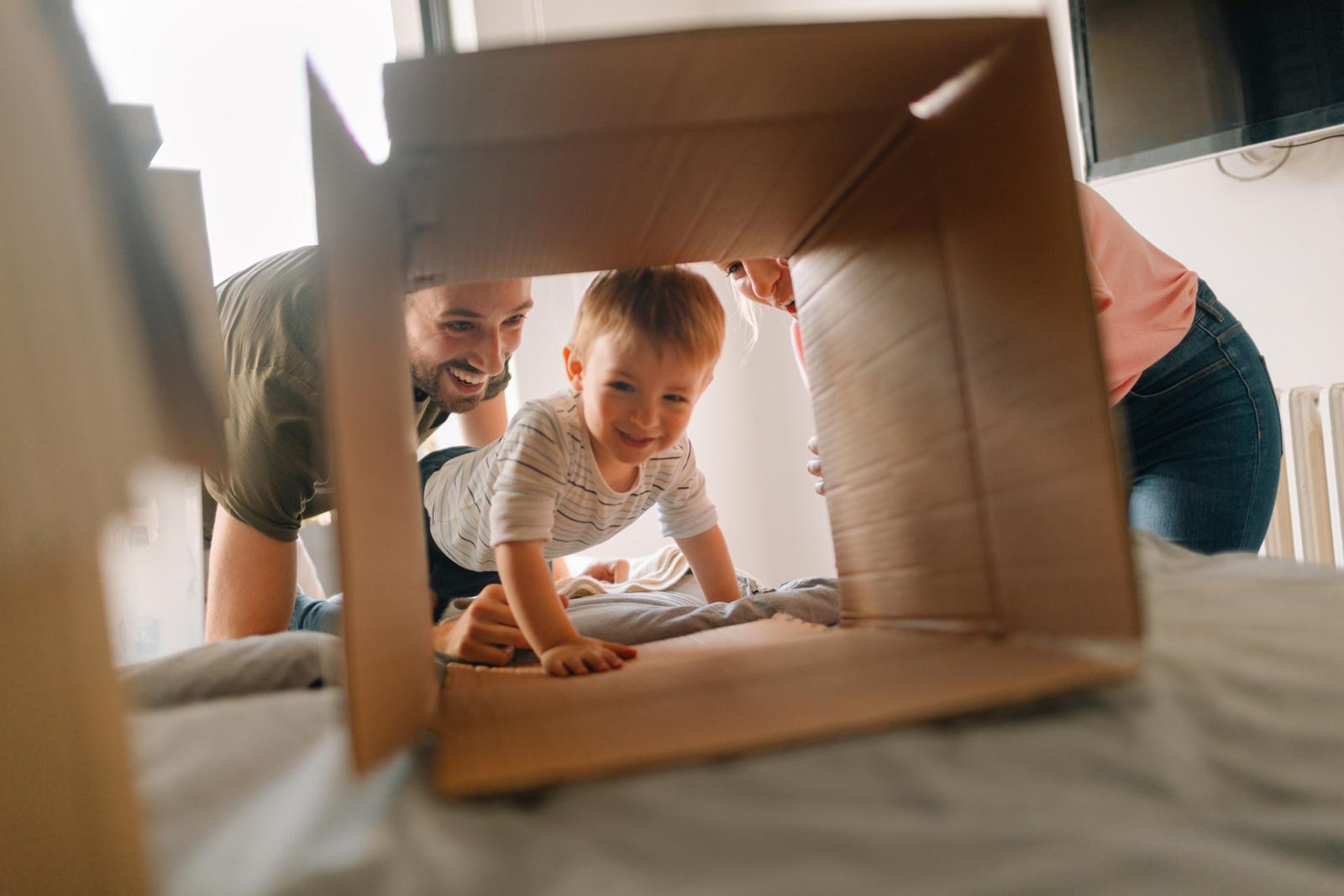 Umzug in den Würfel: Ein Modulhaus eignet sich besonders für Paare und Familien, die perspektivisch mehr Platz brauchen. Denn das Anbauen ist kinderleicht.
