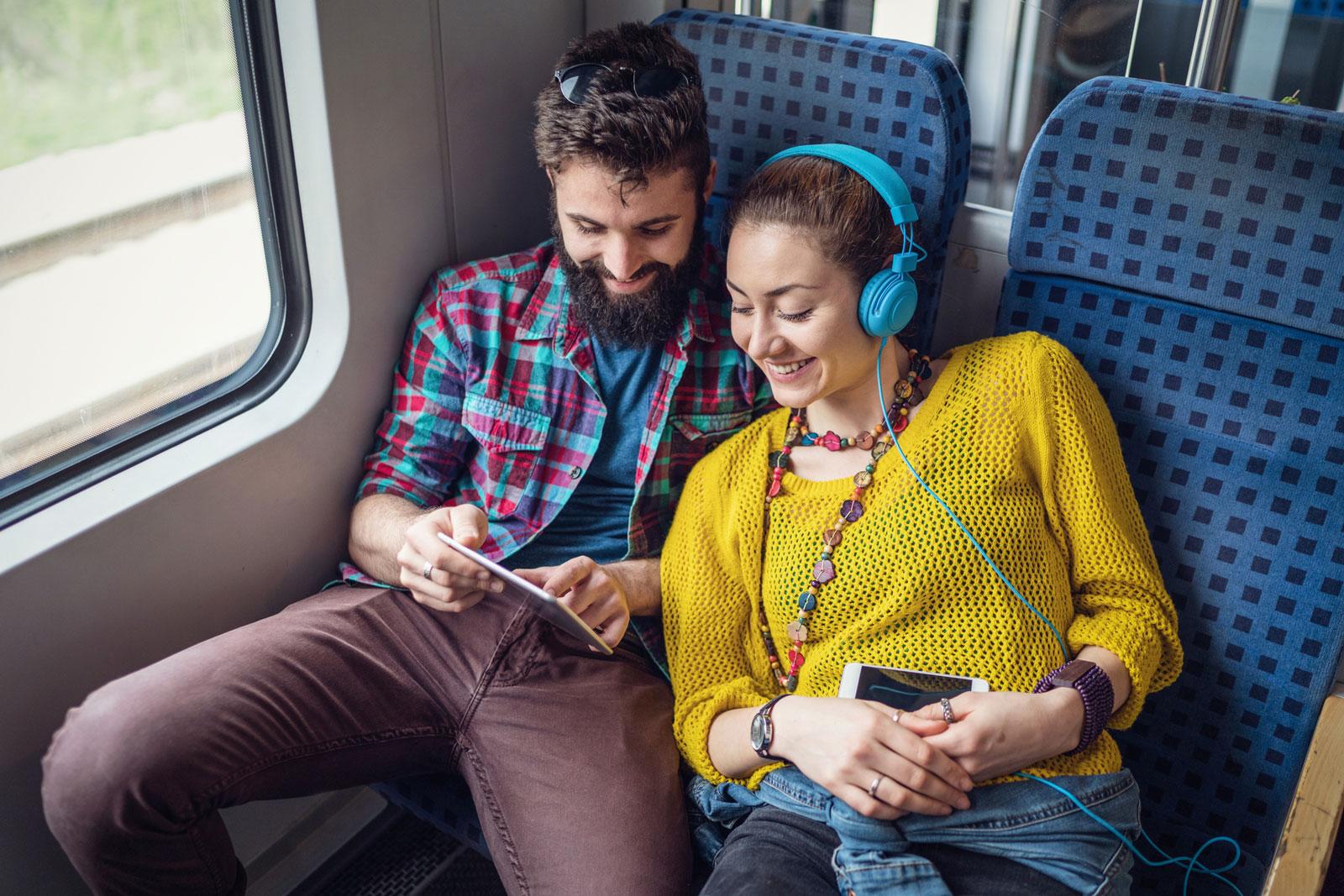 Kommunikativer als Autofahren: Zugreisen.