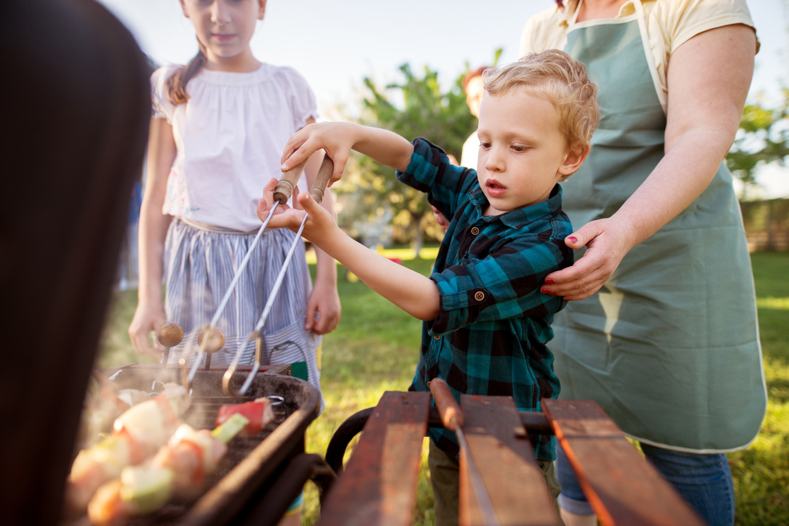 Ereignis für die Familie: Grillen im Garten