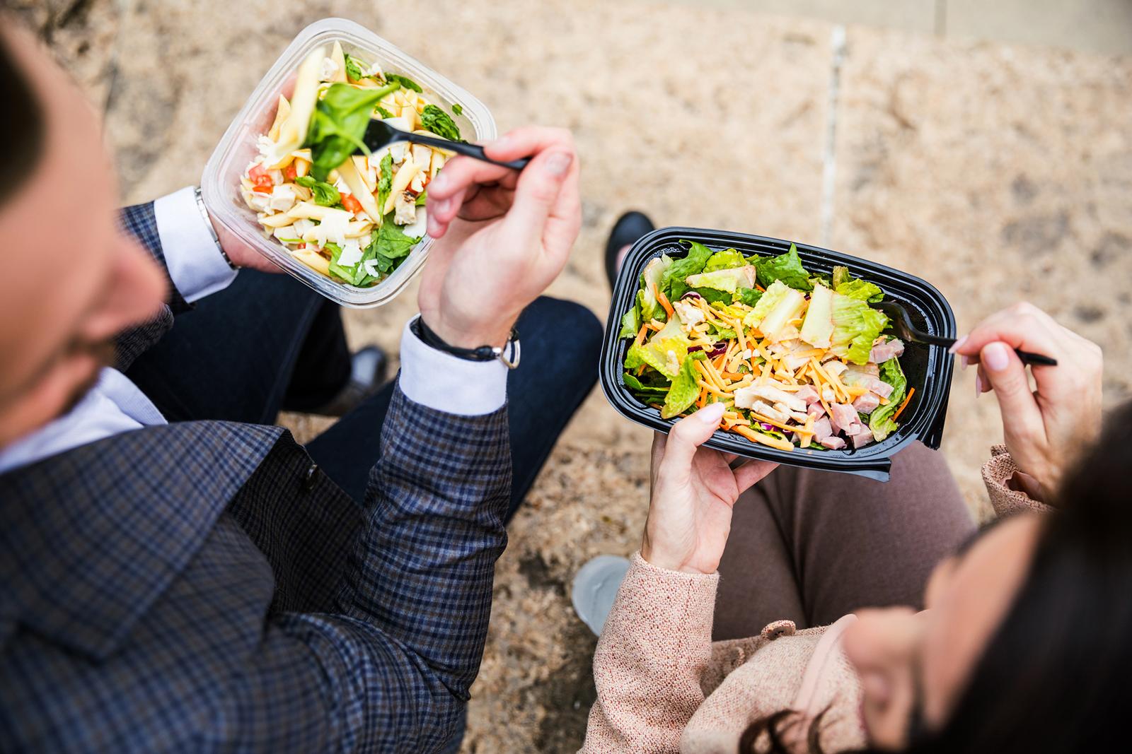Kein Mittagstief mehr: Die richtige Kombination aus Nährstoffen, Vitaminen und Kohlenhydraten hält das Konzentrationslevel konstant.