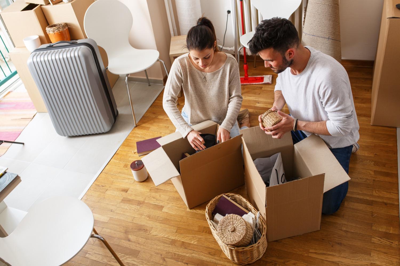 Auspacken mit System: erst die Möbel aufstellen, dann die Kisten leeren.