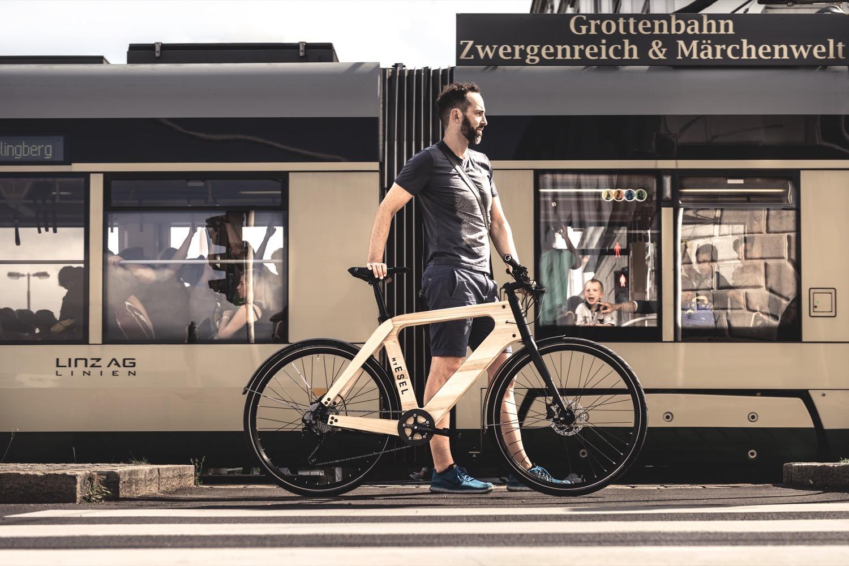 Aus Holz: Das E-Bike von My Esel wird in Österreich hergestellt und hat eine Reichweite von 100 Kilometern.