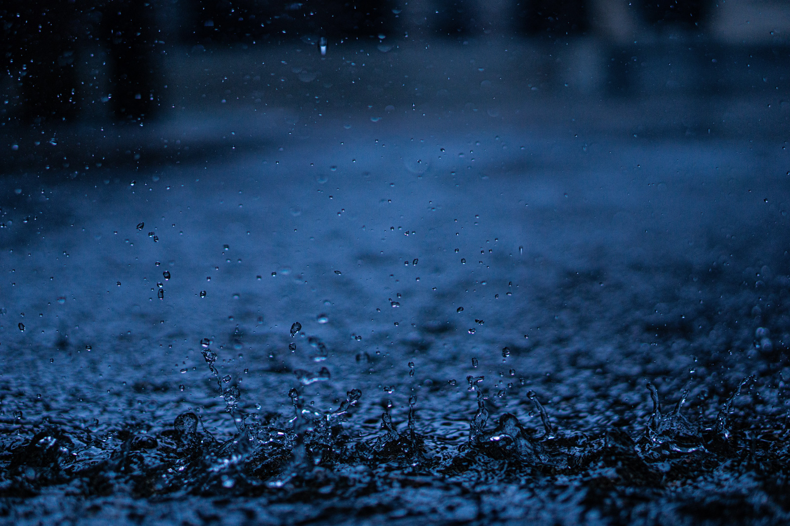 Stromquelle: Die Schwerkraft des Regentropfens