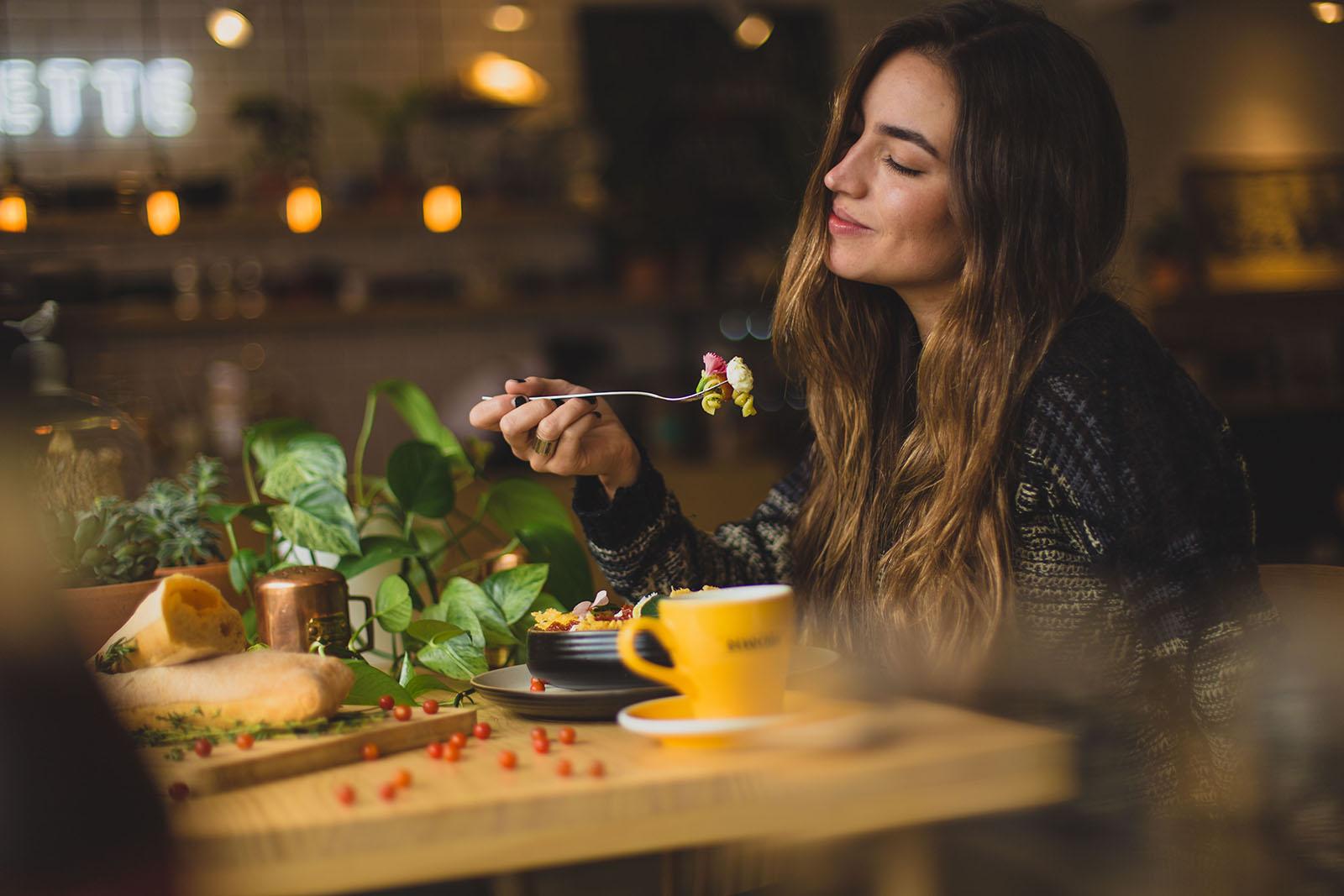 Genuss neu entdecken: Nach 16 Stunden fasten, genießt du dein Essen um so mehr.