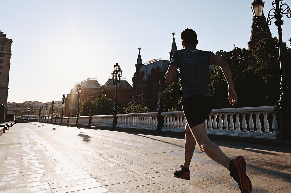 Durch die Stadt laufen ist für viele ein Genuss und man kann viele Plätze einer Stadt entdecken. Hier beispielsweise den Moskauer Kreml
