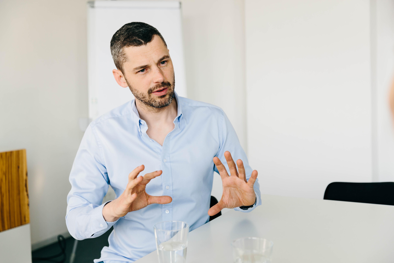 Vom Unternehmensberater zum Social Entrepreneur: Sebastian Stricker ist überzeugt, mit seiner Arbeit etwas bewirken zu können.