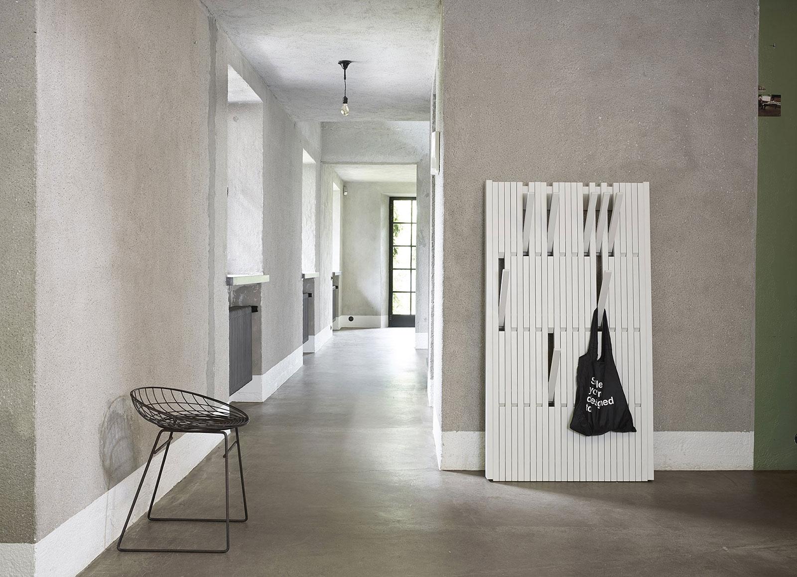 Klasse statt Masse: Die Garderobe Piano vom belgischen Hersteller Peruse zieht die Blicke auf sich.