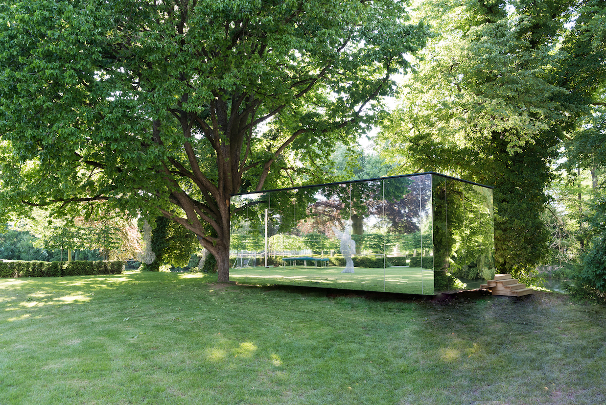 Genau hinschauen: Der Spiegelcube von McCube fügt sich nahtlos in die Natur ein.