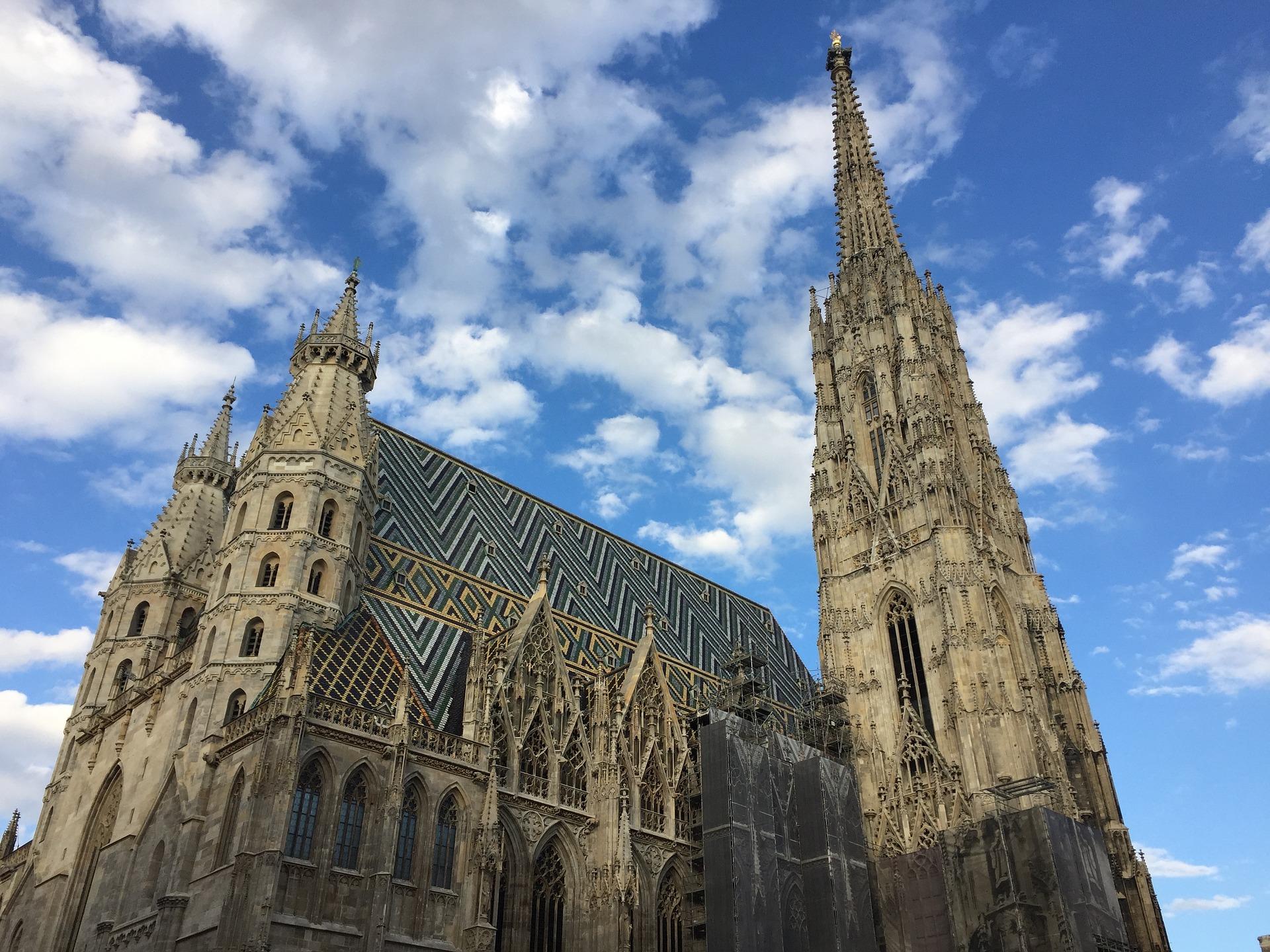 Imposantes Wahrzeichen: Der Stephansdom in der Wiener Innenstadt