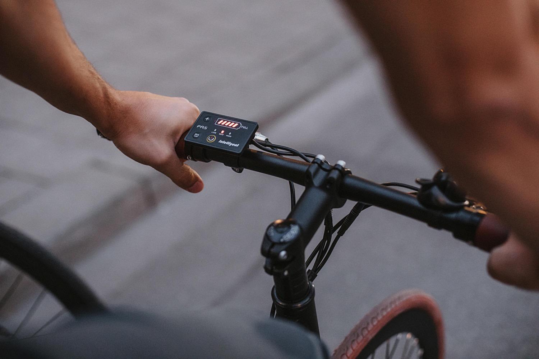 Akkuleistung: Am Lenker des Sushi Bikes lässt sich auf einen Blick ablesen, wann nachgeladen werden muss.