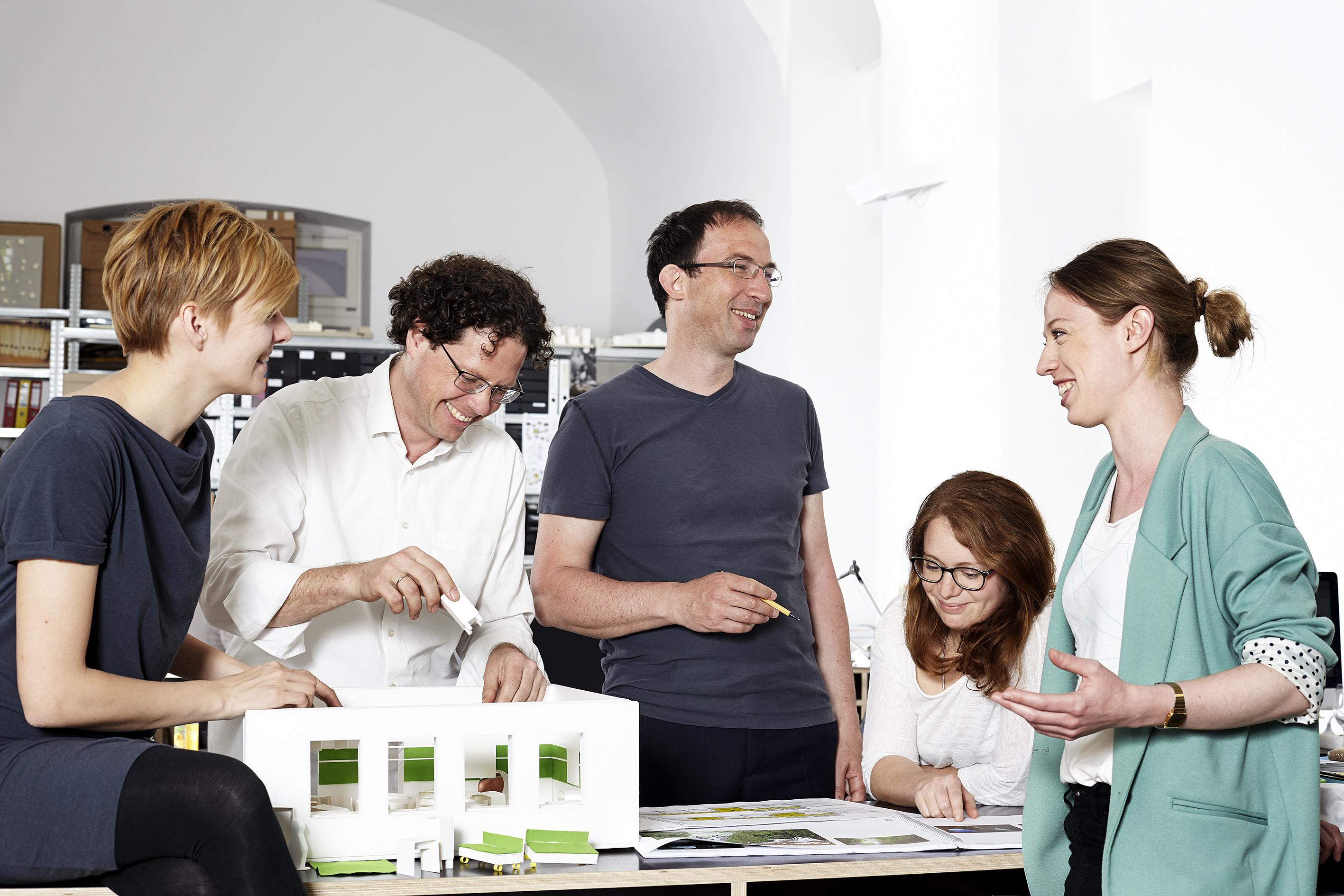Neues für Stadt und Land: Das nonconform-Team bei der Arbeit.