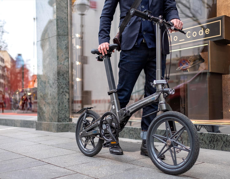 Ideal für Pendler: Das E-Faltrad the One wiegt nur 12,5 Kilogramm.