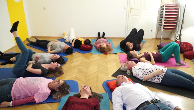 Entspannung: Auch Atemübungen gehören zum Lachtraining.