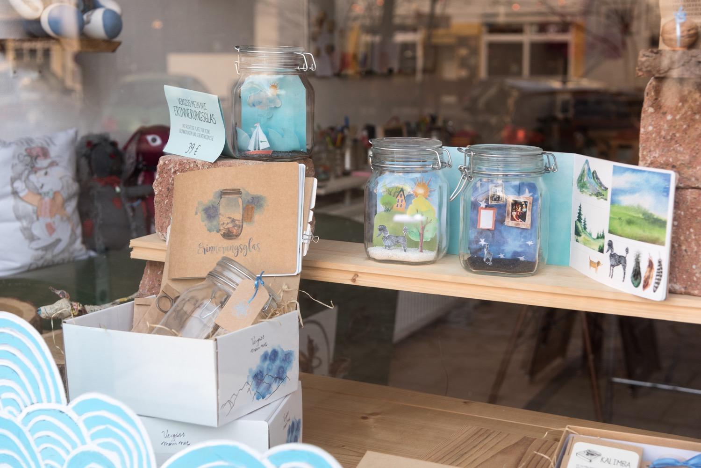 Schönes für Trauernde: In ihrem Laden entwickelt Anemone Zeim Möglichkeiten, um Erinnerungen festzuhalten.