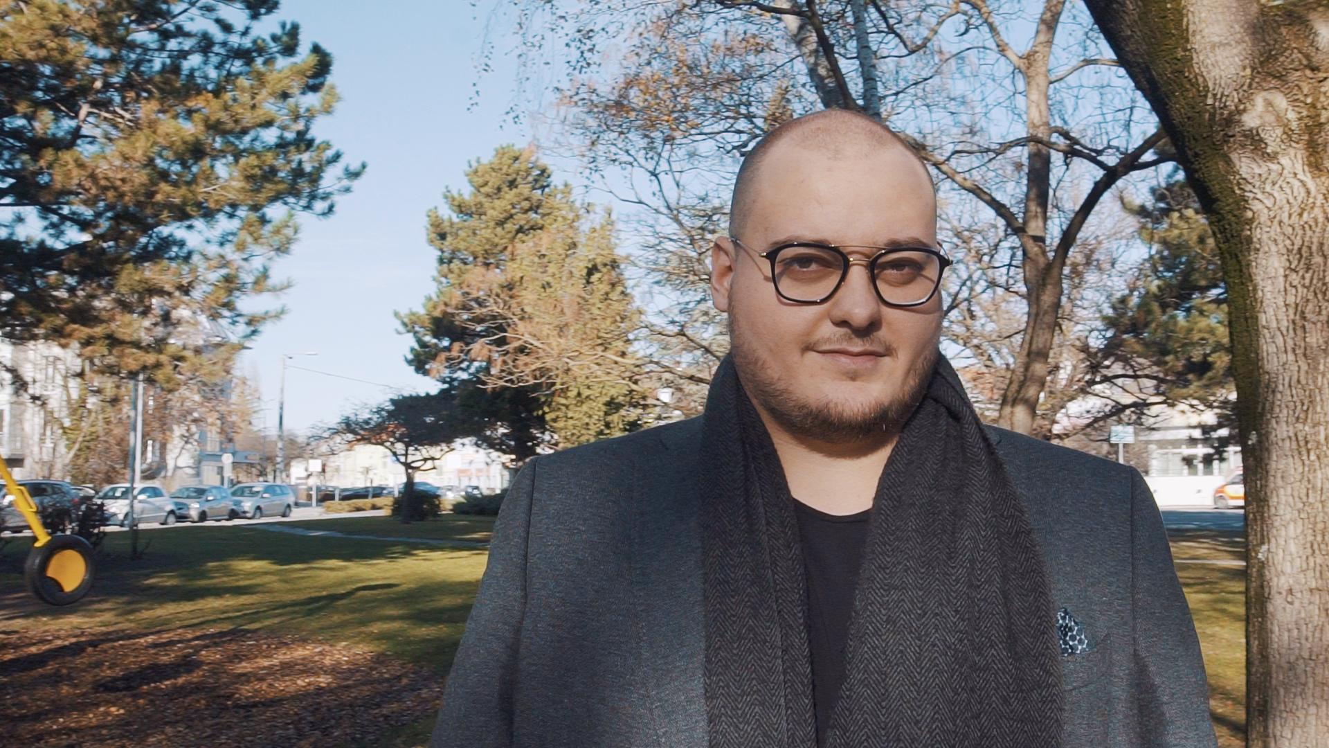 Ist Angestellter und Selbstständiger zugleich: Finanzberater Florim Ismaili