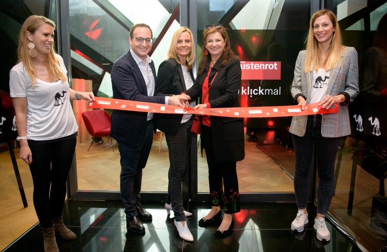 Awi Lifshitz, weXelerate Geschäftsführer, Nina Tamerl, Head of Innovation & Marketing, und Dr. Susanne Riess, Wüstenrot Generaldirektorin, eröffneten das neue Office.
