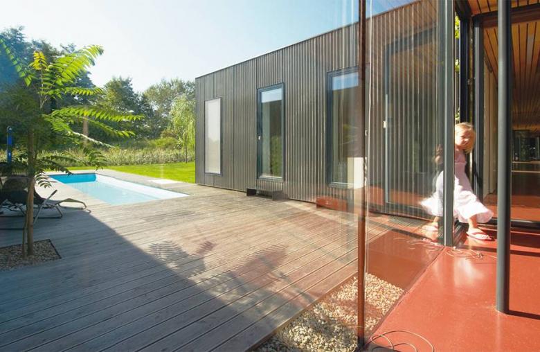 Mit einem Minimum an tragenden Elementen ermöglicht ein Bungalow im Inneren ein Maximum an Gestaltungsvielfalt.