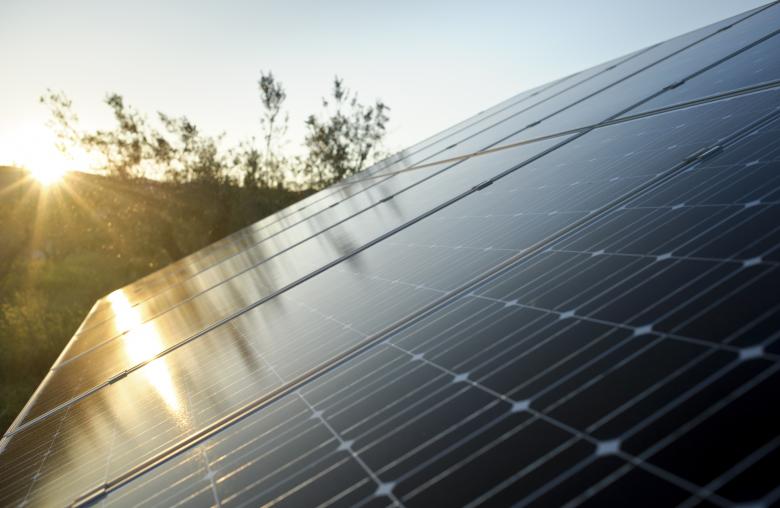 Sonne statt fossiler Brennstoffe und Atomkraft. Aber was passiert in der Nacht?