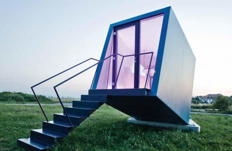 """Ganz schön schräg: Beim """"Hypercubus"""" fällt man quasi mit der Tür ins Haus. Das mobile Apartment wurde 2011 mit dem Staatspreis Design ausgezeichnet."""