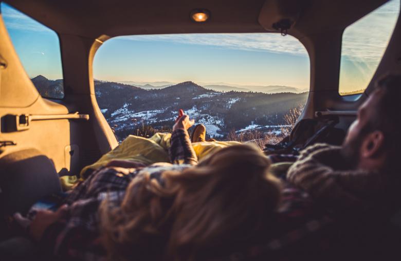 Unendliche Freiheit: Mit einem Kompaktbus hast du deine Schlafmöglichkeit immer dabei.