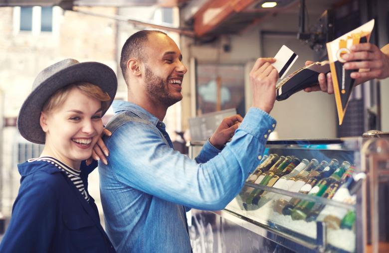 Reisekasse digital: Mit den richtigen Karten bezahlst du im Urlaub genau so bequem wie im Inland