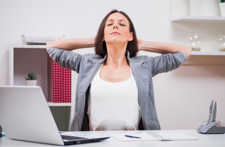 Tief durchatmen hilft dabei, den Arbeitsalltag gelassener zu absolvieren.