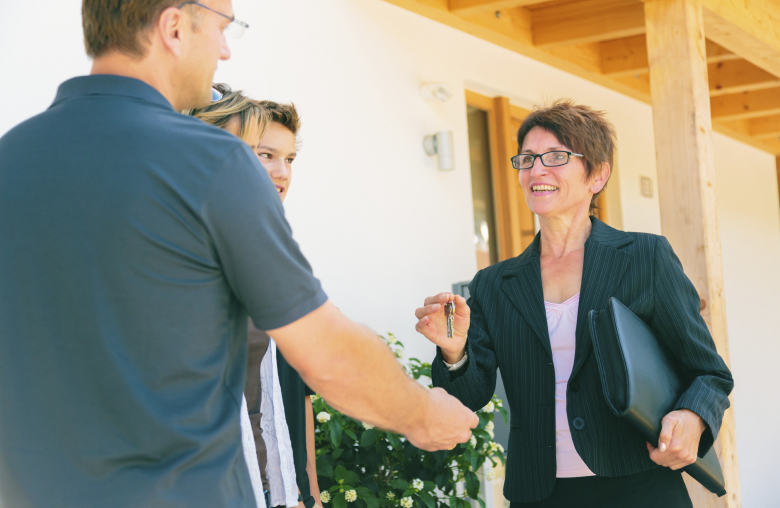 Immobilien sorgenfrei kaufen und bauen: Je nach Bundesland erhältst du Förderungen in unterschiedlicher Form.