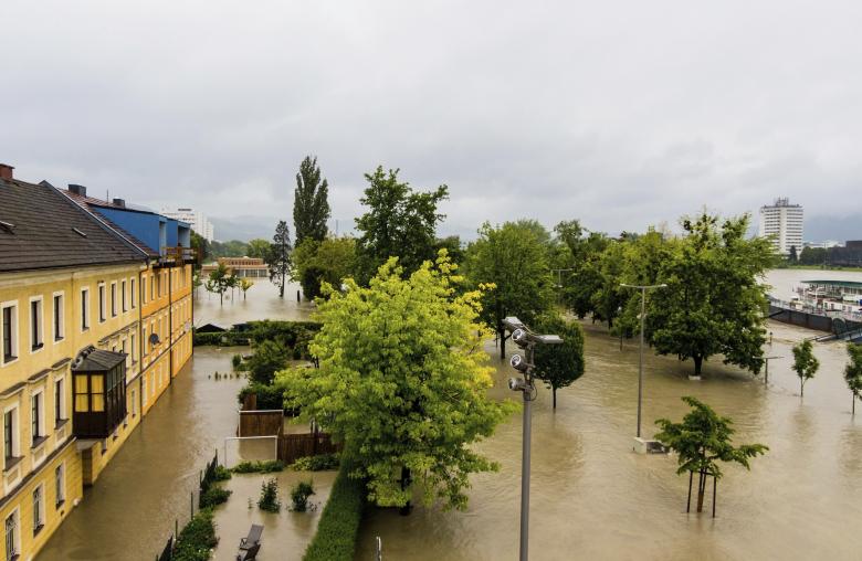 Städte wie Linz sind durch ihre Flusslage immer wieder Überflutungen ausgesetzt. Erst im Juni 2013 erreichte hier die Donau einen Pegel von 9,30 Meter.