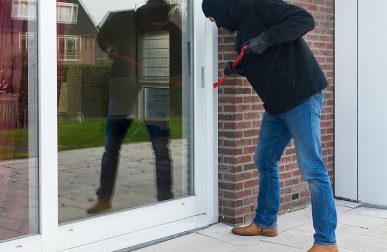 Die Terrassentür ist die Schwachstelle, die Einbrecher gerne nutzen.