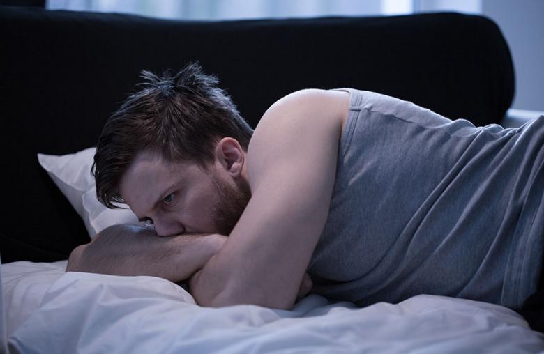 Zu wenig Schlaf kann den Körper langfristig schädigen. Einfache Mittel sorgen für einen guten Schlaf.