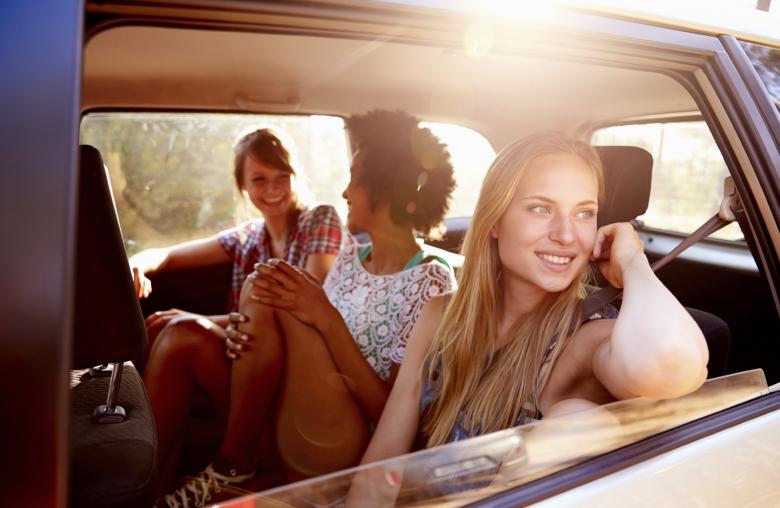 Hinten in der Mitte ist der sicherste Platz im Auto.