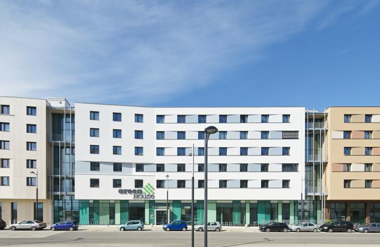 Beim GreenHouse, einem gemeinsam mit der ÖJAB und WBV-GPA entwickeltem Studentenheim, handelt es sich um das erste Energie-Plus-Studentenheim weltweit.