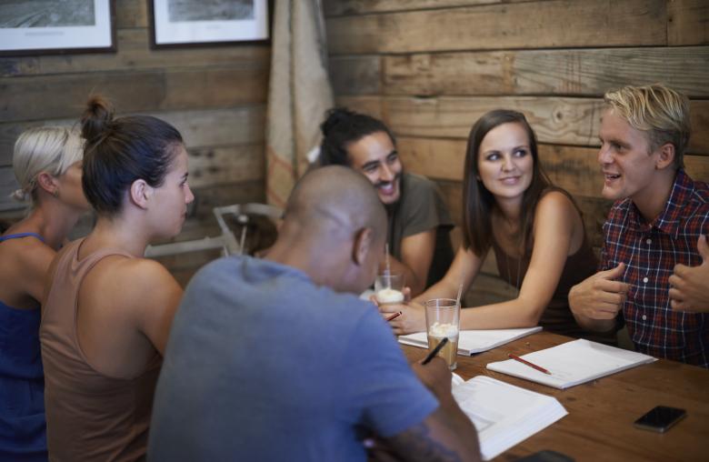 Guter Gesprächsstoff wird in geselliger Runde immer gebraucht.