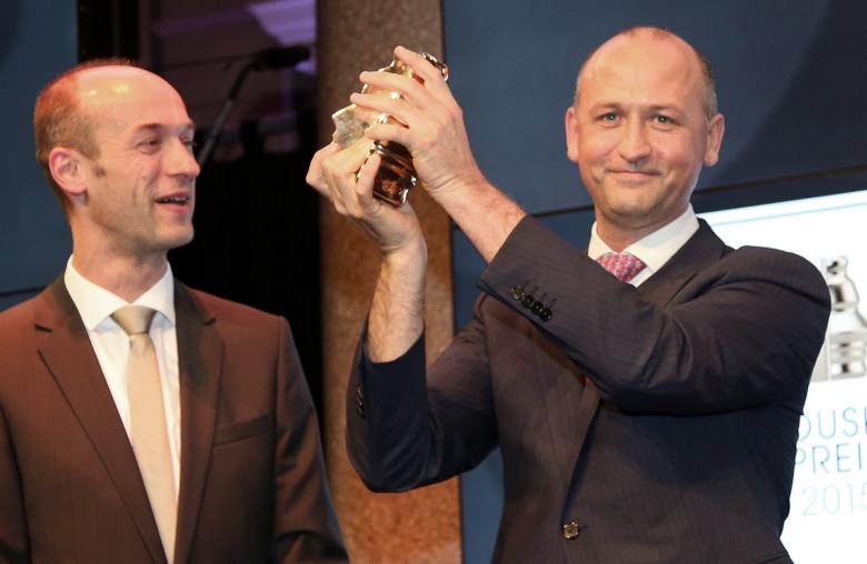 """Oskar Aszmann am 23. April 2015 bei der Überreichung des Houskapreises für die """"Bionische Oberarmprothese""""."""