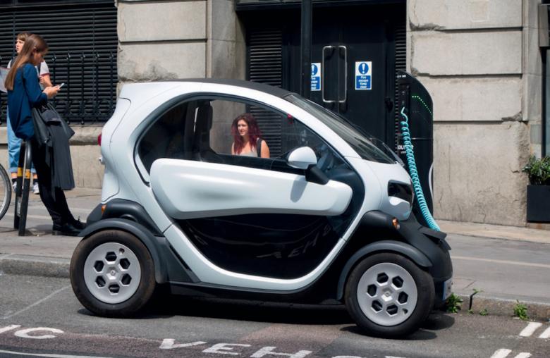 Tankstopp: Elektroautos nutzen aus, dass Autos rund 95 Prozent ihrer Zeit nur rumstehen