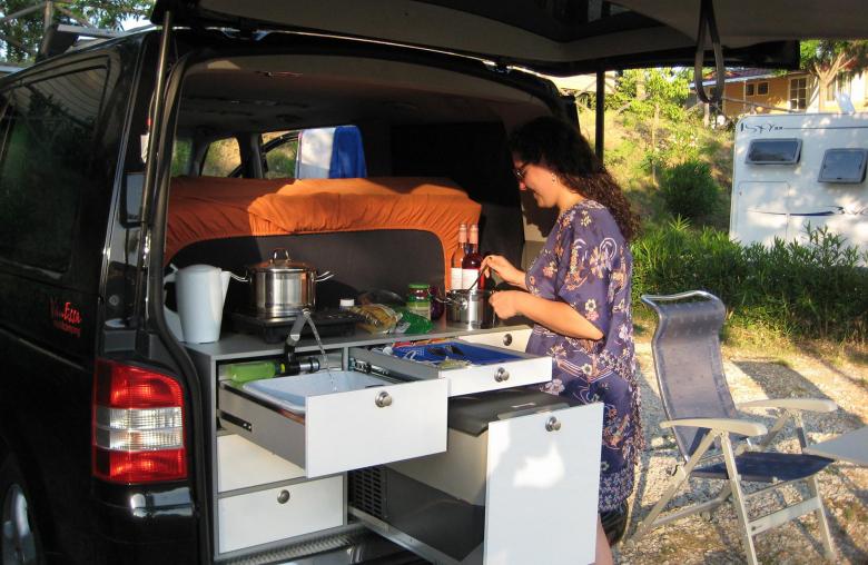 Modularer Aufbau: Für Vans wie VW T6, Touran oder Mercedes Vito gibt es verschiedene Ausbauvarianten.